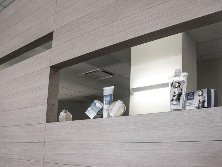 """Atelier Beauty and Sun è un centro estetico che si è affidato interamente al dipartimento Interior di CREO design&consulting nella realizzazione """"chiavi in mano"""" dei suoi spazi. L'esigenza del committente è stata l'ottimizzazione degli spazi per creare quante più possibili aree di lavoro compartimentate e indipendenti che parlassero lo stesso linguaggio progettuale."""