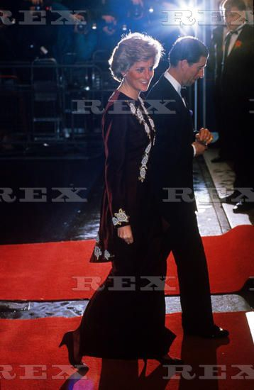 7 FEBRUARY 1990 PRINCESS DIANA IS THE EPITOME OF STYLE AS SHE & PRINCE CHARLES…