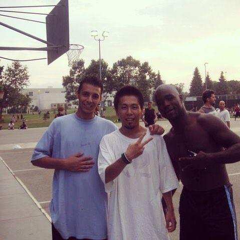 懐かしいシリーズ 年夏のロサンゼルス 年ぶりに同じコートに来たら覚えててくれた若者とおじさん  #バスケ修行 #懐かしの #losangeles #UCLAの近く#westwood #sauce #Tシャツでかい #streetbasket #ストバス