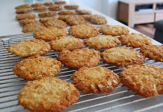 Sweet Talkin' Without Fructose: Fructose Free Anzac Biscuits