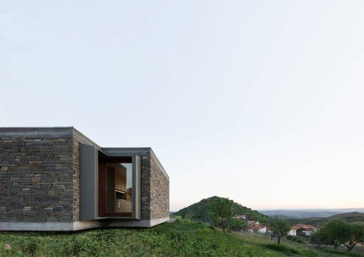 Correia/Ragazzi Arquitectos · Casa em Castelo Melhor