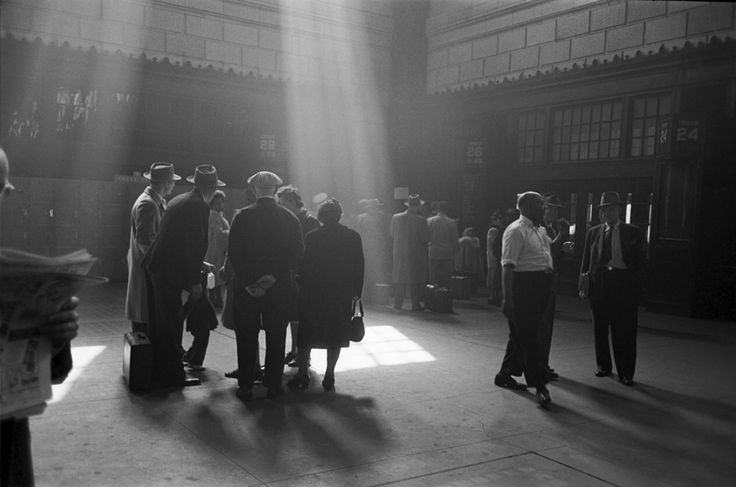 Union Station, Chicago Esther Bubley 1948 via: Chicago Past