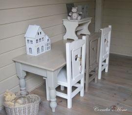Mooie brede landelijke kindertafel grijs met vergrijsd blad   Kindertafels   Cornelia`s Home