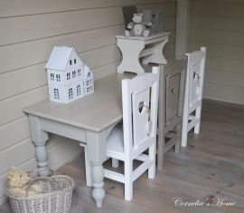 Mooie brede landelijke kindertafel grijs met vergrijsd blad | Kindertafels | Cornelia`s Home