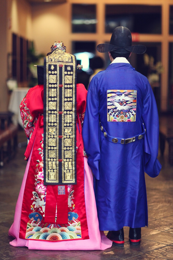 .traditional korean wedding clothes.