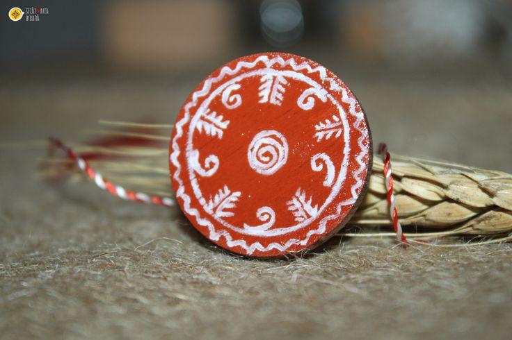 Broșă cu motive tradiționale inspirate de pe țesături și ceramică.Cod produs: B1.6Produsul se execută manual.Preț: 10 lei