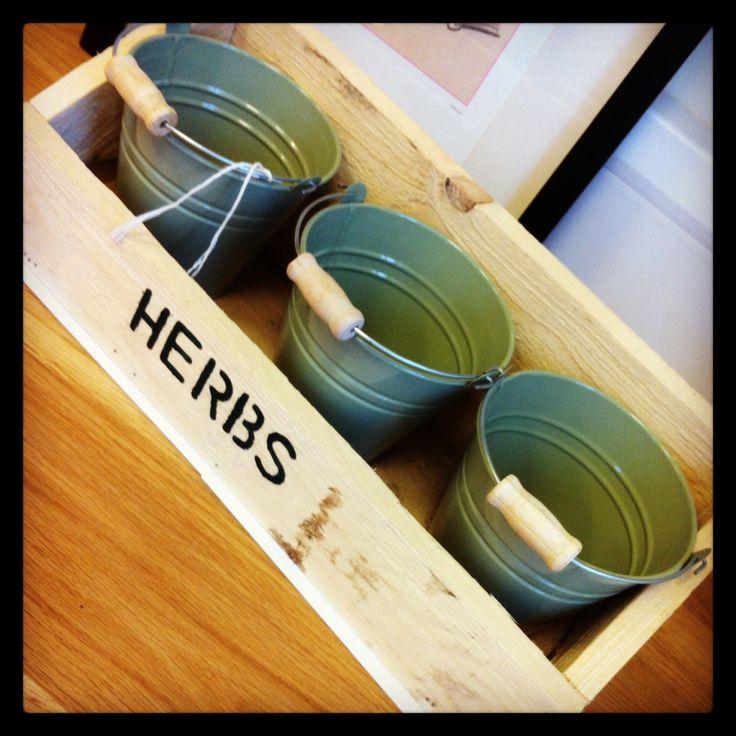 Pallet wood herb planter....@emlyncreative