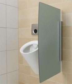 Neue Geberit Urinaltrennwände - elegant und robust    Mit den neuen Urinaltrennwänden erweitert Geberit das Public-Sortiment für die Ausstattung von öffentlichen und halböffentlichen Sanitärräumen.