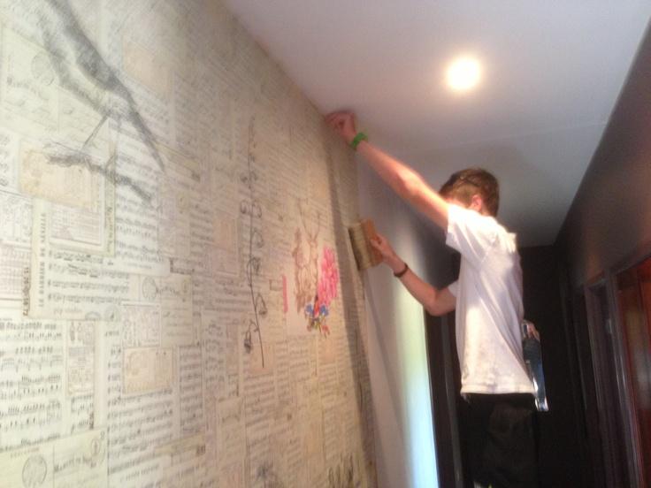 David hanging Eijffinger wallpaper - Pip Studio Collection
