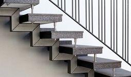 Granittreppen verleihen neben einer modernen Ausstrahlung auch die zarte Aura von Luxus.