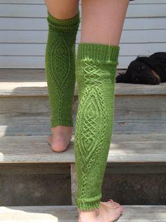 traveling stitch legwarmers - free knitting pattern - Ravelry