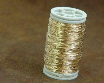 Premium filo Crochet Craft filo, doppio il filo per bobina rispetto mio bobine in corso! Lelenco include 3 bobine di calibro 28 (0,3 mm) filo, colorato ogni bobina è lungo 120 piedi / 40 Yard/36 M, scegli i tuoi colori! fili di gioielli appannamento non meraviglioso- indicare il check-out la lettera & numero combinazione di colori desiderata.  A1 - Bitter Lemon - esaurito! A2 - argento - esaurito! A3 - Ultra bianco A4 - grigio acciaio A5 - grigio cenere A6 - nero  B1 - verde pas...
