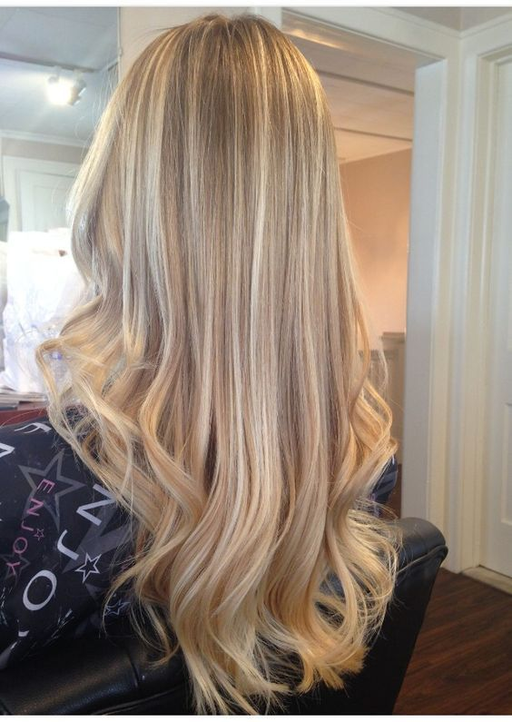 Love the different blondes in her hair:
