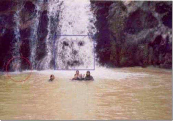 Ανεξηγητο: Οι πιο τρομακτικές φωτογραφίες φαντασμάτων! The scariest ghost pictures!