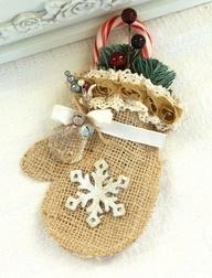 DIY Burlap Mitten - rustic Christmas decoration, snowflake ...192 x 252 | 24.8KB | pinterest.com
