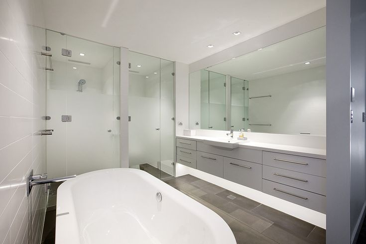 Glass Shower panels - Glass Xpressions, Brisbane - http://www.glassxpressions.com.au/
