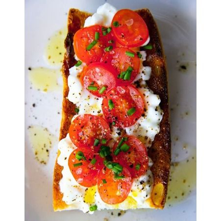 Tartine de tomate et fromage cottage