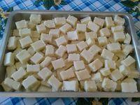 A Cocadinha de Leite Ninho é deliciosa, fácil de fazer e todos vão adorar. Você pode fazer para vender em pedaços ou deixar em potes, para a família inteir