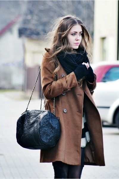 coat.: Fall Clothing, Winter Colors, Winter Style, Winter Looks, Brown Coats, Black White, Fashion Inspiration, Big Bags, Cold Weather
