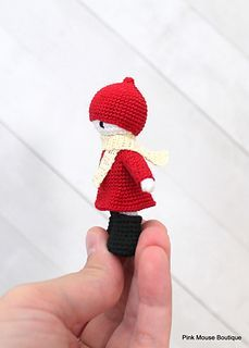gratis free:Poppi pattern by Diana Moore The design of this little dolly is based on the books Red Knit Cap Girl by Naoko Stoop. I emailed the author and asked her for her permission to post the pattern for free and she said YES! Yay! However she has asked that the finished dolls are for personal use only and not to be sold.