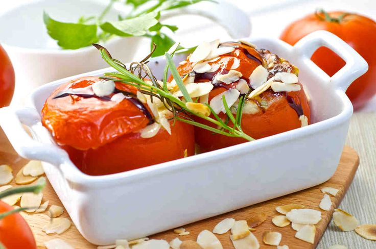 Pomidory zapiekane z mozzarellą i migdałami. #pomidory #mozzarella #migdały #obiad #smacznastrona #tesco #przepisy #przepis