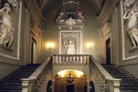 Dai un'occhiata a questo fantastico annuncio su Airbnb: Palazzo storico con vista colli a Bologna