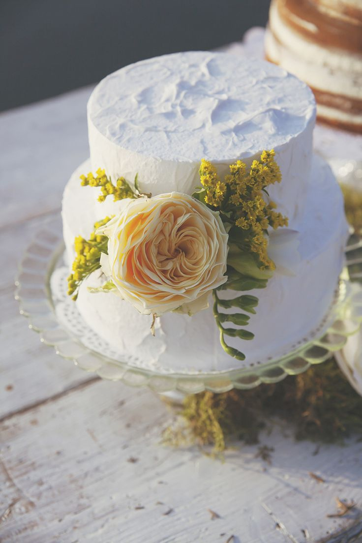 Rustic Cake Buttercream Flowers Natural Yellow Green Lake Wedding Ideas Italy http://www.tizianagallo.it/