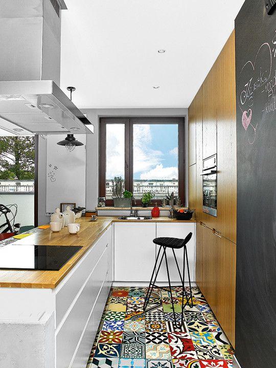 Trzypokojowe mieszkanie Joanny i Krzysztofa - połączyli to, co na pozór do siebie nie pasuje: kolorową egzotykę iloftowy styl - Dom