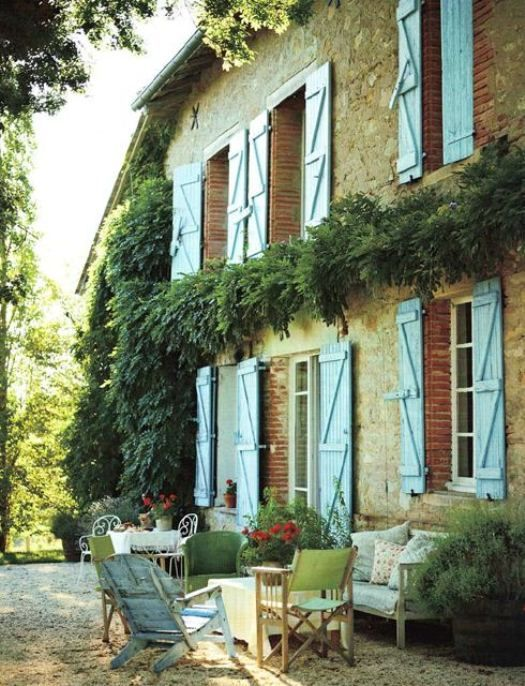 Verdigris Vie: French Farm...ideal Sunday morning papers and breakfast on the terrace!