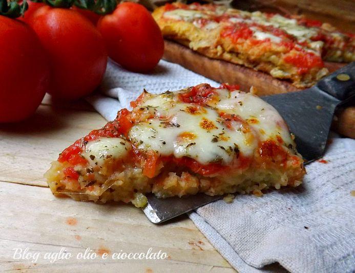 La pizza di patate,è una gustosa e semplicissima alternativa al classico tortino di patate con un gusto che sa di pizza molto sfizioso.