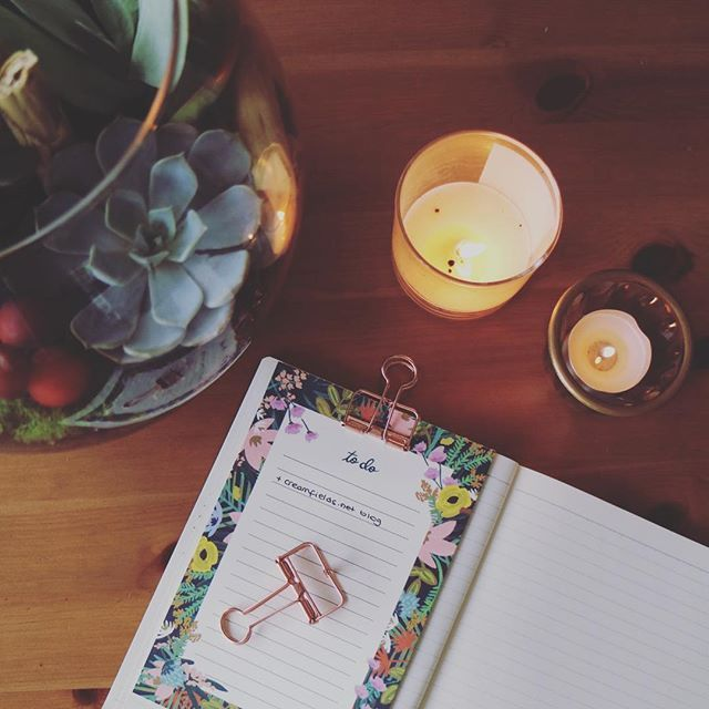 succulents, candles and my incomplete to-do list 💛 pastırma yazı bitip yağmurlu havalar başladığına göre mumları yakma vakti gelmiş demektir ☔️