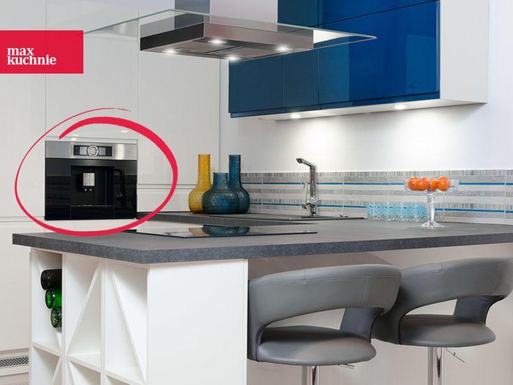 Pozwól sobie na luksus picia kawy ☕ idealnie dopasowanej do swoich potrzeb z automatem do kawy Bosch CTL 636ES1 :).  Technologia SensorFlow System zadba o odpowiednią temperaturę parzonej kawy, a funkcja zapamiętywania napoju razem z imieniem pozwoli Ci za każdym razem błyskawicznie przygotować napój z idealną proporcją kawy i mleka. Kawosze, czy można chcieć czegoś więcej? :) http://bit.ly/2zxYL4P