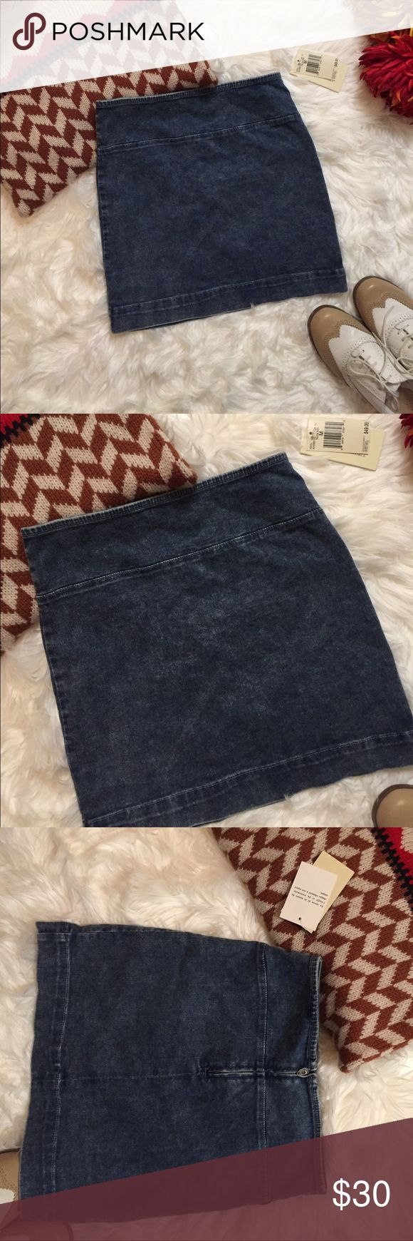 NWT Guess Radical Wash Stretch Denim Skirt M This stretch Denim skirt from Guess is perfect all year round! Just throw on some tights and a sweater and you've got the perfect fall look. It is Radical wash and has a zip up back. New with tags. Guess Skirts