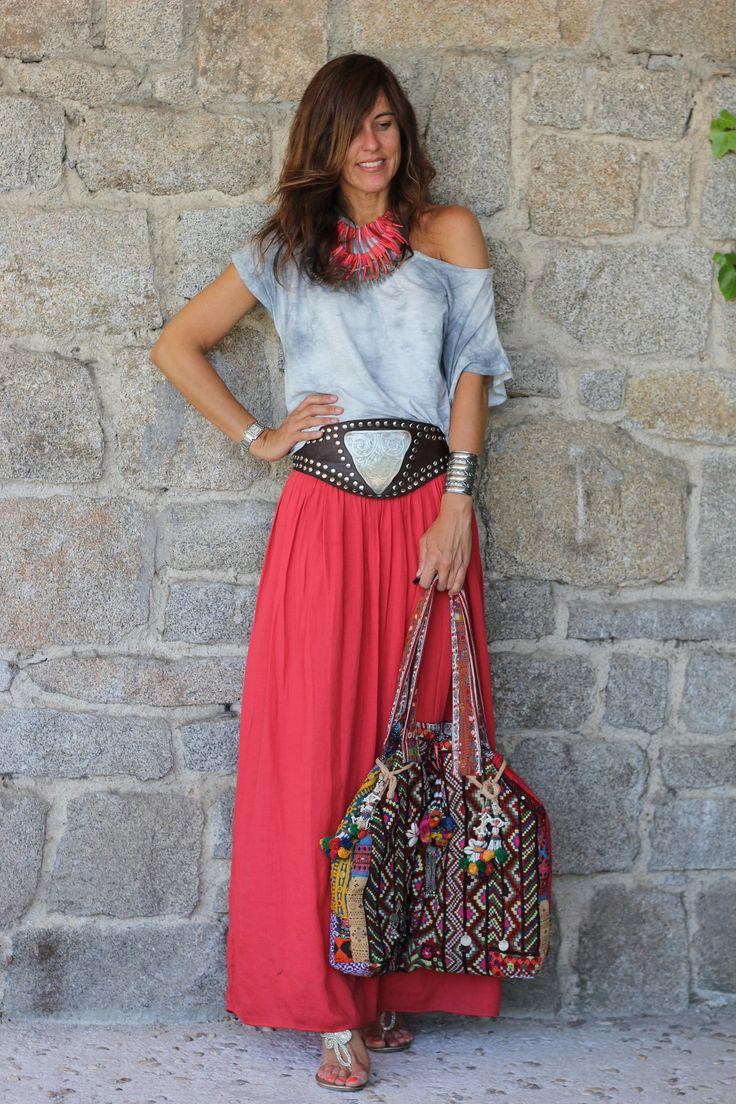 long skirt…in or out? | mytenida en stylelovely.com