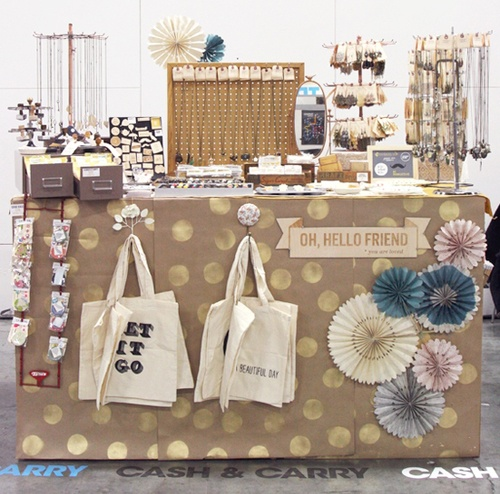 ao with <3 / DIY inspiration for craft fair table to sell your crochet / brown paper stamped with big golden spots /  think I might have to spice up my craft fair display. This is pretty adorable.