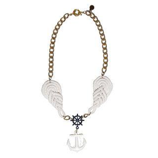 TOUT COURT MOI: necklace. TCMC25 Collana stile marina con applicazioni in cotone bianco e orecchino con ancora e timone Americano anni 50. H. 35 cm circa