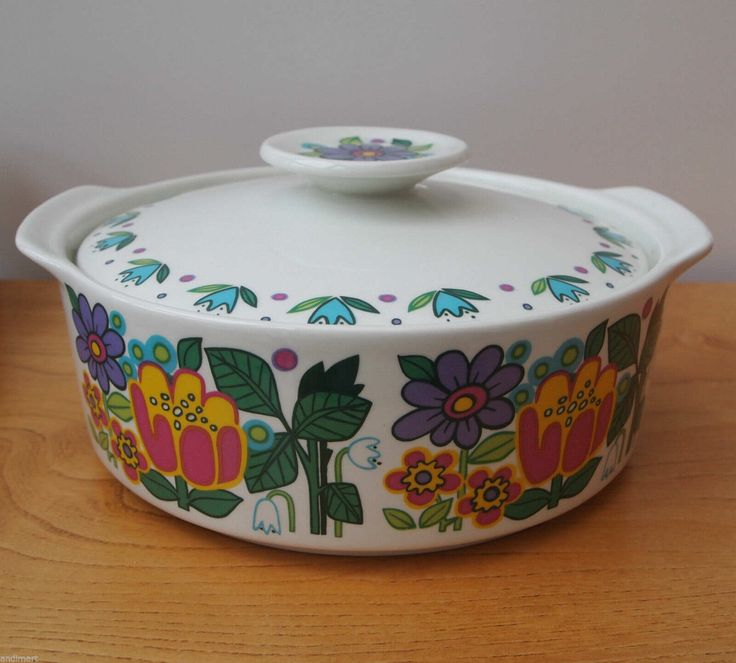 J & G Meakin 'Garden Party' serving/casserole dish (Jessie Tait)