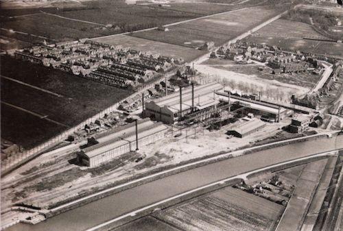 De DEMKA fabriek met Elinkwijk en Nieuw Zuilen in 1923