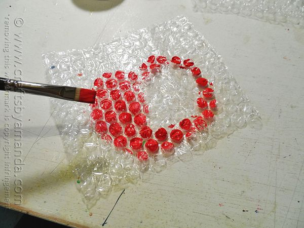 Bubble Wrap Apple Stamps- Awesome mother's day, teacher appreciation day, or even holiday idea. Kids can make their OWN wrapping paper for a gift. Easy and fun. (You could even sneak math in there as well with arrays, and such).