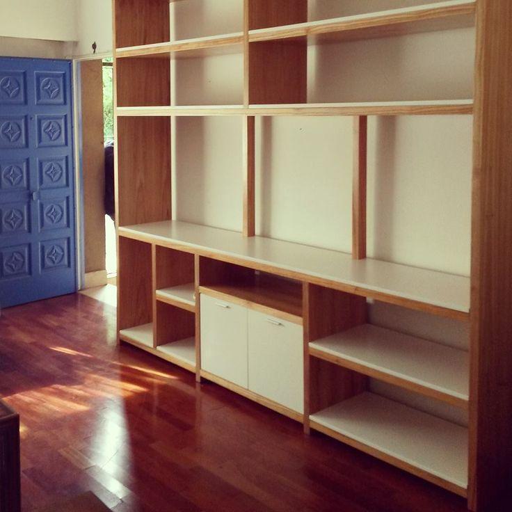 Biblioteca mona madera para so y laqueado en blanco for Muebles bibliotecas para living