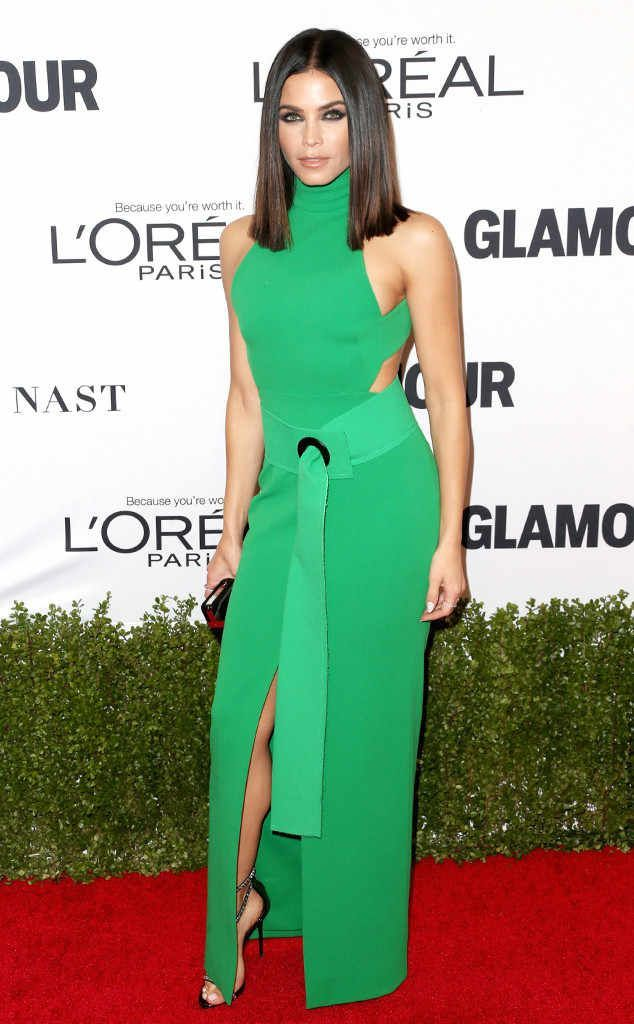 So radiant! Jenna Dewan Tatum is glowing at Glamour's 2016 Women of the Year Awards in a clean and crisp Solace London dress with Giuseppe Zanotti heels. #giuseppezanottiheelsred