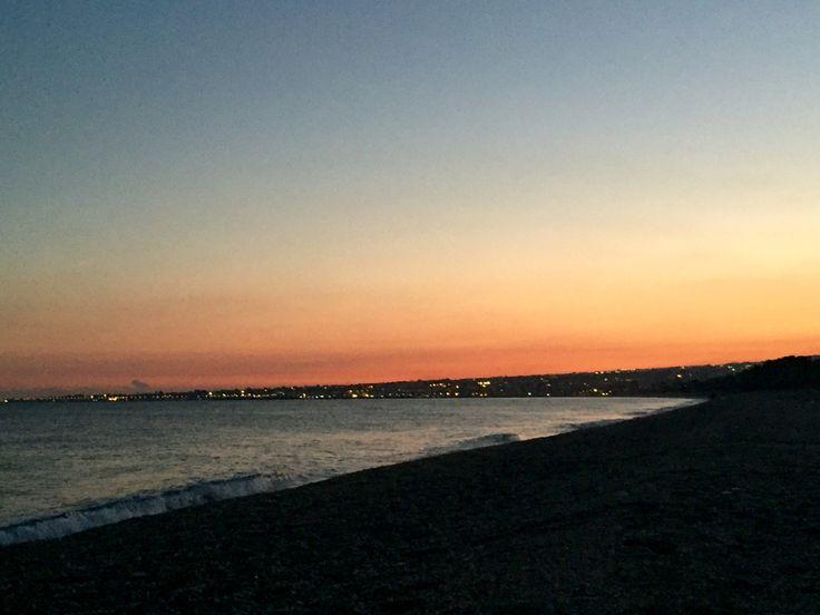 Città e porto di Riposto visti dalla spiaggia di Fondachello
