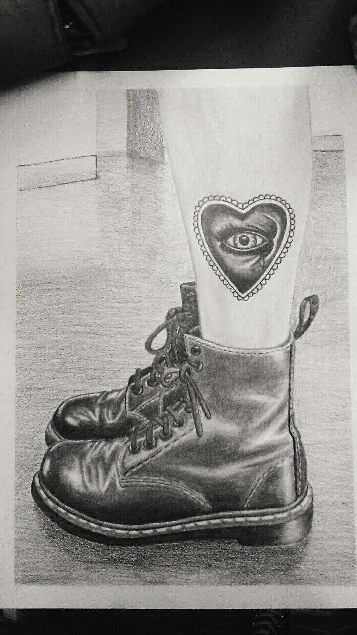 Trabajo de representación de botas con lápiz 6B Cuarto semestre de Diseño Gráfico