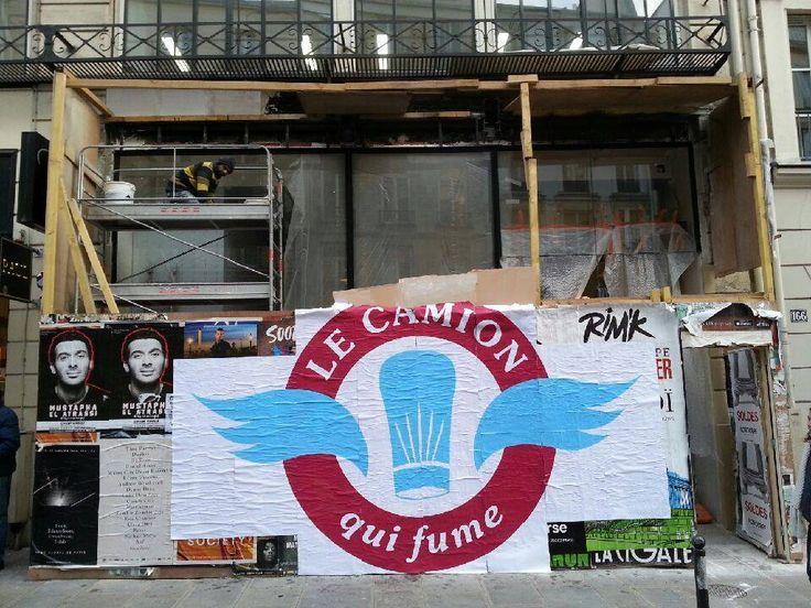 Quand l'affichage streetart urbain éphémère se mèle au teasing... Ouverture du restaurant Le Camion qui Fume à Paris. Impression sur dos bleu 130g encres mates. Collage type streetart à la colle à papier peint.