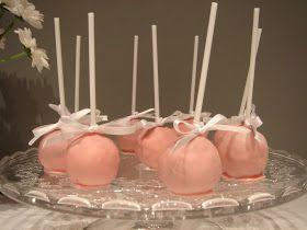 El lunes pasado pudistéis ver estos cake pops de brownie cubiertos de chocolate de fresa  en el post sobre nuestra fiesta de compromiso.  Pu...