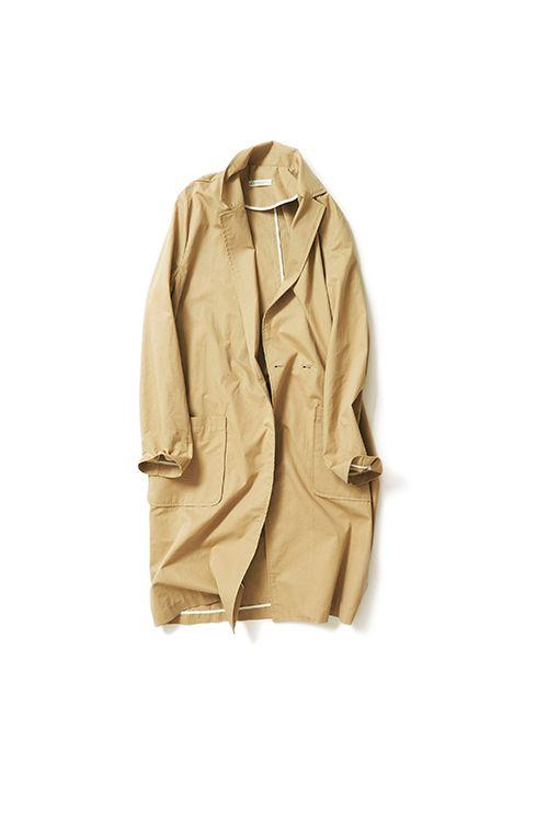コットン100%素材のテーラーコートです。 一枚仕立てのほどよくゆるいシルエットと軽さ、小さめのテーラードの襟は、シャツのような感覚。気軽に羽織れるのが特徴です。裏側の処理も、白いパイピングが施されていますので、脱いだときにも、さり気なくデザインされてるような雰囲気が魅力的。季節の変わり目や、梅雨の肌寒い時期にトレンチやカーディガンの代わりに活躍するアイテム。リラックスして着られるアウターです。   ■サイズ(単位:cm)  着丈:98  身幅:53  肩幅:38  袖丈:61  袖幅:25  袖口幅:14   ■カラー  サンドベージュ  ■素材  コットン100%   ■原産国  KOREA  ■注意事項  ※サンプル商品での撮影のため、 実際の商品とは一部仕様が異なる場合がございます ■発送予定  2016年5月上旬より随時発送  ※発送時期は前後致します。 --> ★もっとコーディネートを見る