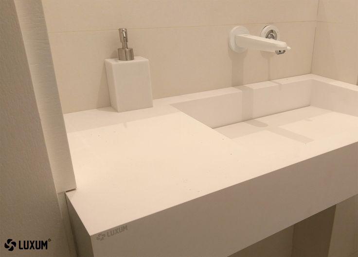 #whitewashbasin #compositewashabsin #washbasinwithcountertop #outflowline #outflowlinewashbasin #design #luxum #modernbathroom #whitebathroom