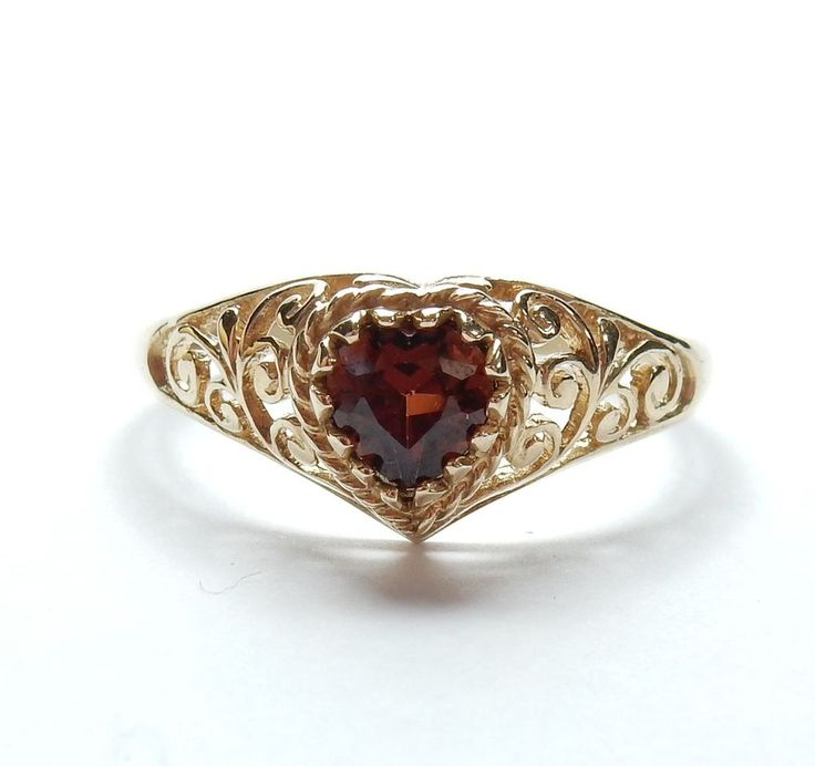 9 Carat Yellow Gold Love Heart Garnet Filigree Patterned Solitaire Ring 1.6g #Solitaire