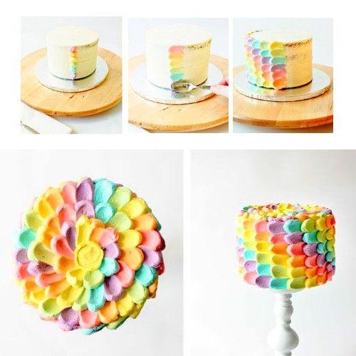 """Une idée très sympa pour décorer un gâteau """"arc-en-ciel"""" Avec: Une petite cuillèreDes poches à douilles (jetables) , de la crème de glaçage: Buttercream ou icing blancet des colorants gel  Source photos: www.pinterest.com"""