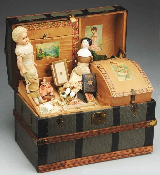 Doll trunk with contents!!! Awesome!!!!!:)                                                                                                                                                                                 More
